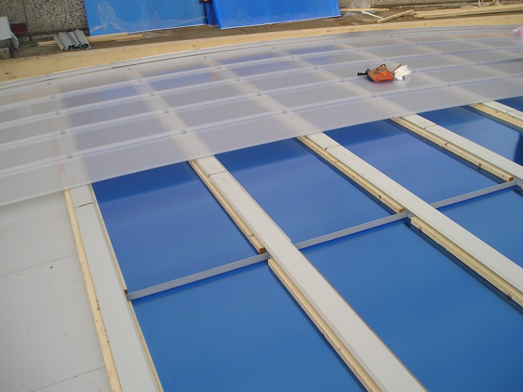 Moroni coperture lucernari efc e serrementi per coperture for Lucernari per tetti in legno